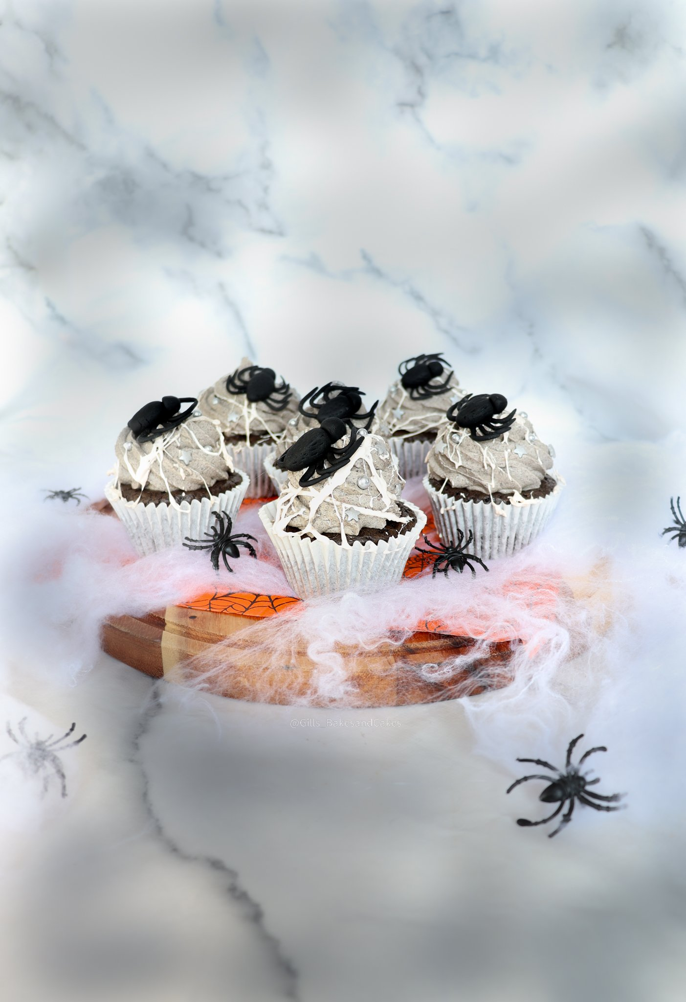 "Spider ""Spookies"" and Cream Cupcakes with Dr.Oetker"