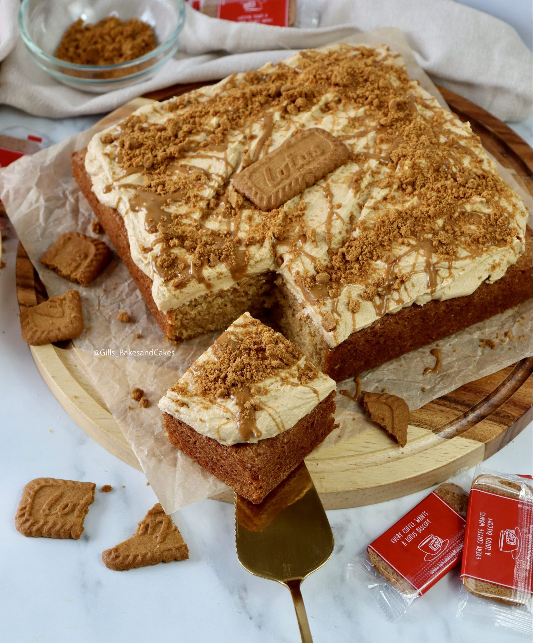 Biscoff Traybake Cake